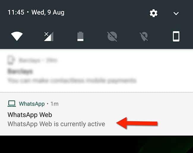 Une notification de WhatsApp indique que l'application est accessible via WhatsApp Web